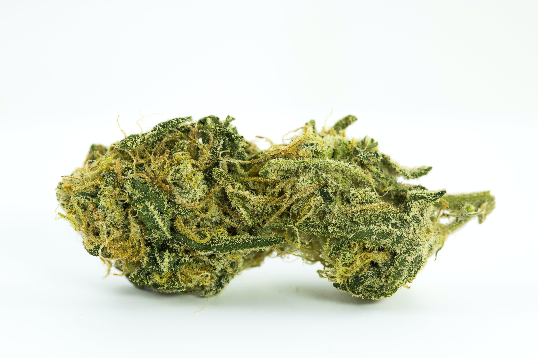 """Particolarmente amata dai """"cultori della cannabis"""", la Pineapple Express è una varietà di marijuana ibrida a predominanza indica frutto dell'incrocio tra Trainwreck e Hawaiian"""