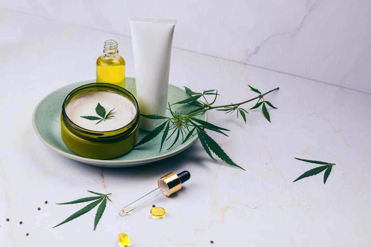 Cosmetici e CBD: la nuova frontiera della bellezza