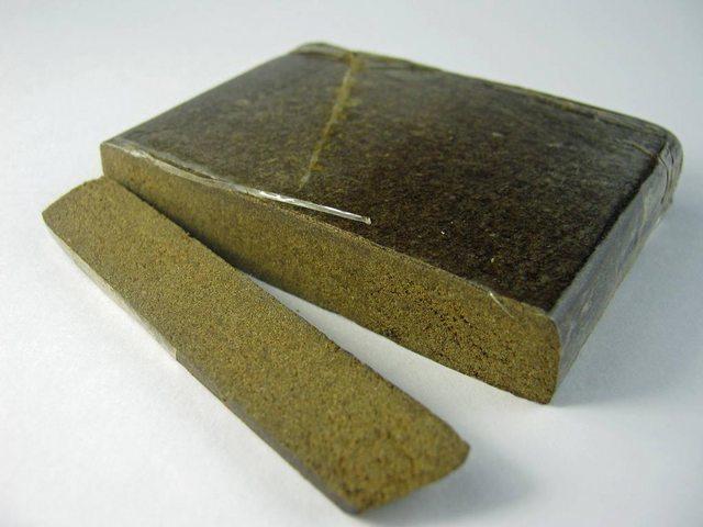 L'hashish olandese è prodotto dalla lavorazione delle piante di cannabis sativa coltivate nei Paesi Bassi: in questo caso la metodologia produttiva può variare notevolmente.